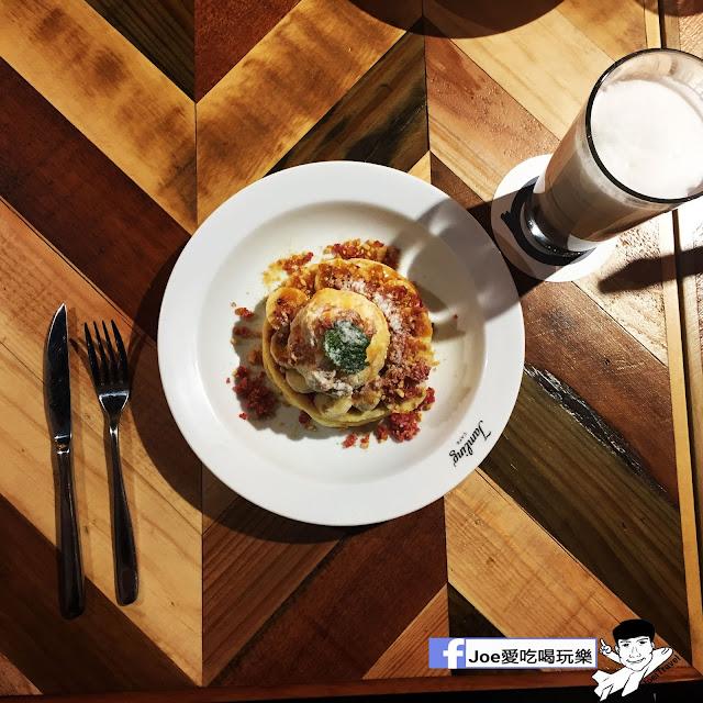 IMG 0323 - 【台中甜點】jamling Cafe 台中 - 來自東京鬆鬆軟軟入口即化的鬆餅 貓王鬆餅 吃起來有花生的甜 培根的鹹 ~一整個超級特別!!