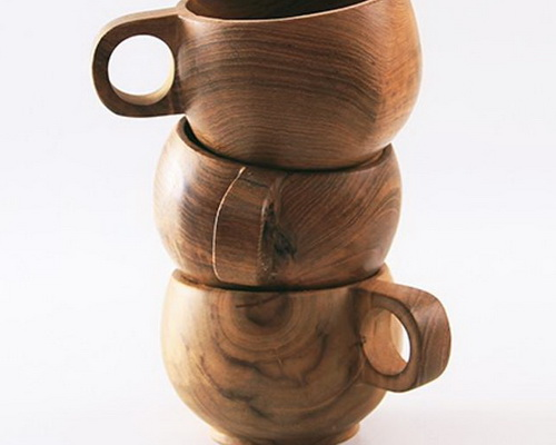 www.Tinuku.com Nana Unique Store displays unique grip design solid teak wood cups Kenta Mug and Cameo Mug