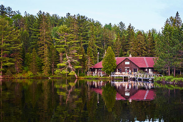 Arowhon pines in algonquin park top 5 weekend getaways for Best weekend vacations for couples