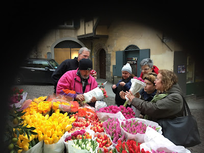 A flower seller in Piazzetta del delfino
