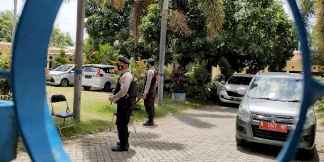 Dijaga Polisi Bersenjata, KPK Geledah Kantor PUPR Kabupaten Probolinggo