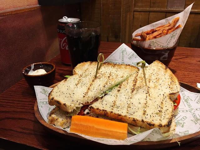 kua aina oxford street restaurant food review kua'aina