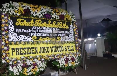 Kediaman Presiden ketiga RI Bacharudin Jusuf Habibie Banjir Karangan Bunga Duka Cita