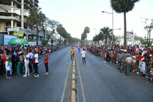Mucha gente pero pocas comparsas en el Malecón