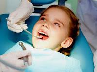 7 Hal yang Perlu Diingat Ketika Menemukan Dokter Gigi yang Tepat untuk Keluarga Anda