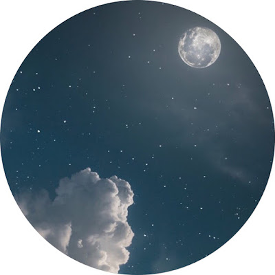 افتار مواقع التواصل سحب مع القمر والنجوم