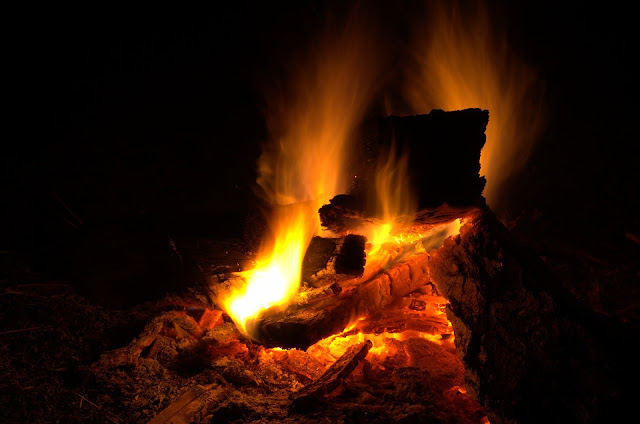 how to stay warm when camping in winter - tips to help