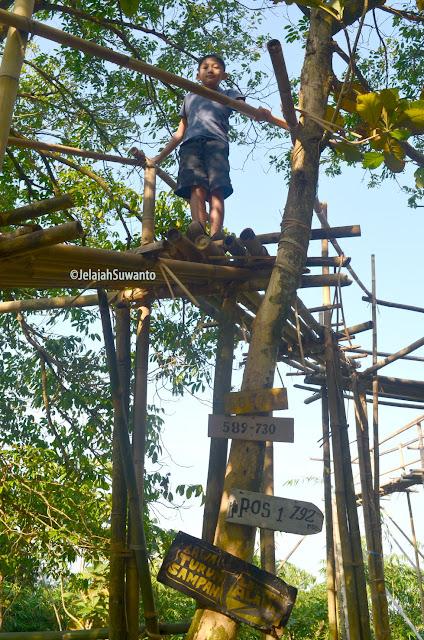 Uji keberanian menaiki jembatan bambu Pos 1 Lapang Kapal Gunung Lembu #KenSiPenjelajahKecik