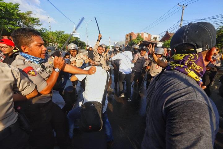 Demokrasi Era Jokowi Menurun, YLBHI: Wajar, Hampir 4000 Orang Ditangkap Sewenang-wenang!