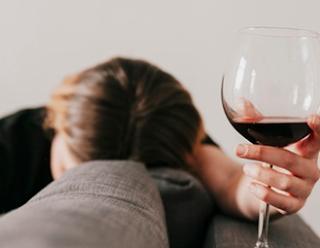 Kenali Tipsy, Sinyal Untuk Tidak Minum Alkohol Berlebihan