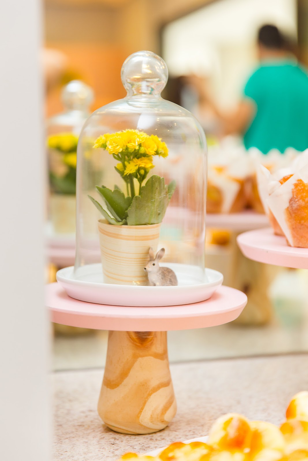 decoracao com redoma de vidro mini coelho festa infantil jardim