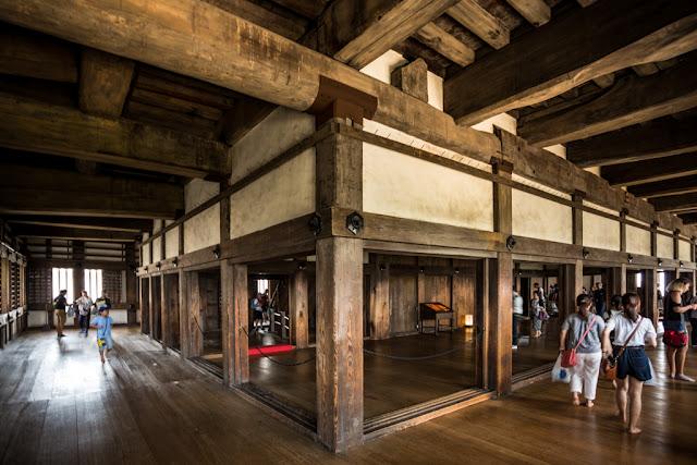 Interior del castillo de Himeji :: Canon EOS5D MkIII | ISO400 | Canon 17-40@17mm | f/4.0 | 1/13s
