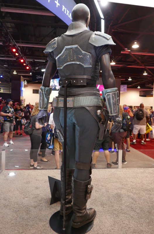 Madalorian Cara Dune costume back