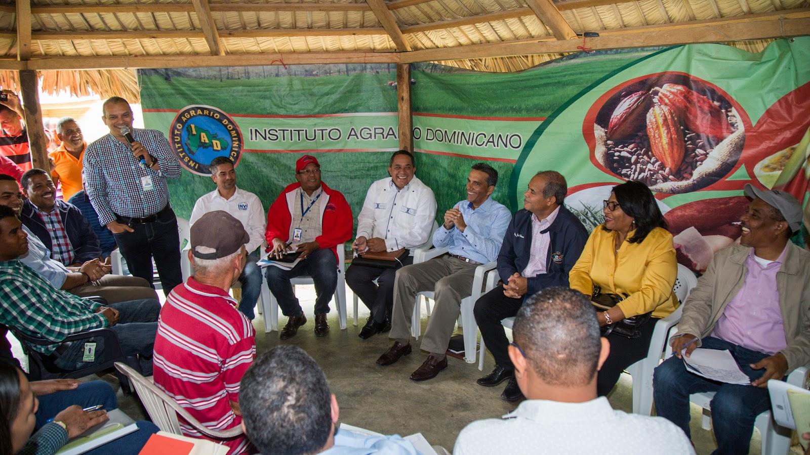 Seguimiento a Visita Sorpresa: comisión se reúne con productores de aguacate de Tamboril
