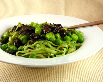 Pasta with Fresh Garbanzo Beans, Olives & Bacon ♥ AVeggieVenture.com