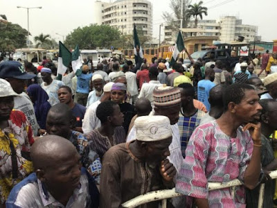 Lagos Beggars Protests Against Harrassment, Block Offices