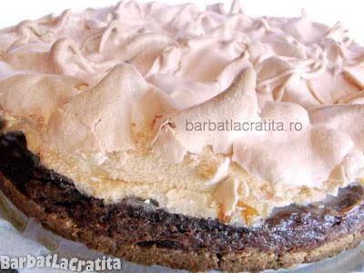 Tort cu bezea si crema de ciocolata (imaginea retetei)
