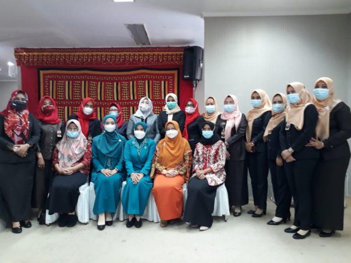 Staf Sekretariat DPRD Lamsel Sambut Hangat Winarni Nanang dan Nuri Pandu