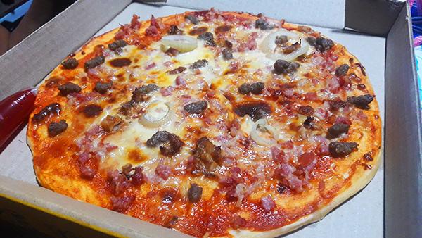 meaty supreme pizza