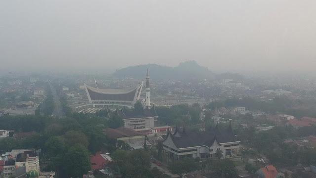 Udara di Sumbar Tidak Sehat akibat Kabut Asap dari Riau