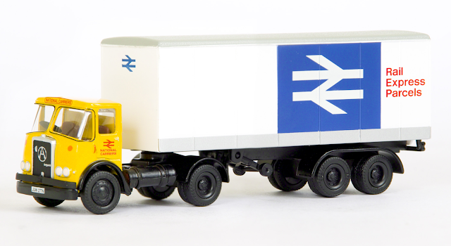EFE 40201 - Atkinson Articulated Boxvan - National Carriers This model sees the introduction of our new twin headlamp version of the Atkinson tractor unit. In a livery to please railway and truck enthusiasts this National Carriers, unit registered JUW 277N is hauling a Rail Express Parcels box van.  RRP £34.50