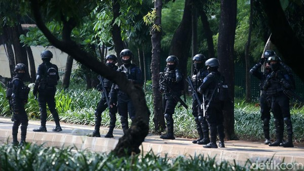Istana Digeruduk Demonstran Sepekan, Ada Aksi 1310, Brimob Daerah Dikirim ke Jakarta