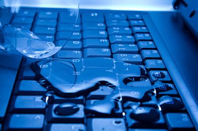 Cara Mengatasi Laptop Mati Terkena Air