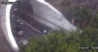 Accidente provoca retenciones en Julio Luengo, motorista herido
