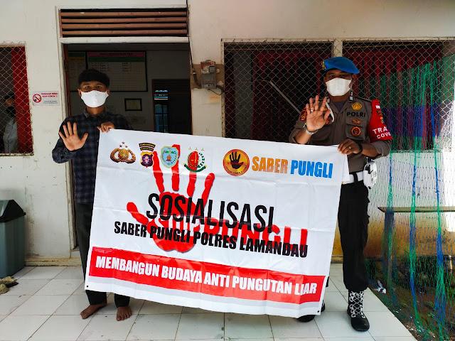 Brigadir Botse sosialisasikan Saber pungli kepada masyarakat Liku