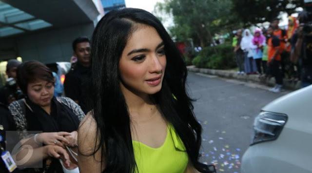 Ingin Nikah Lagi, Angel Karamoy Jadi Mualaf?