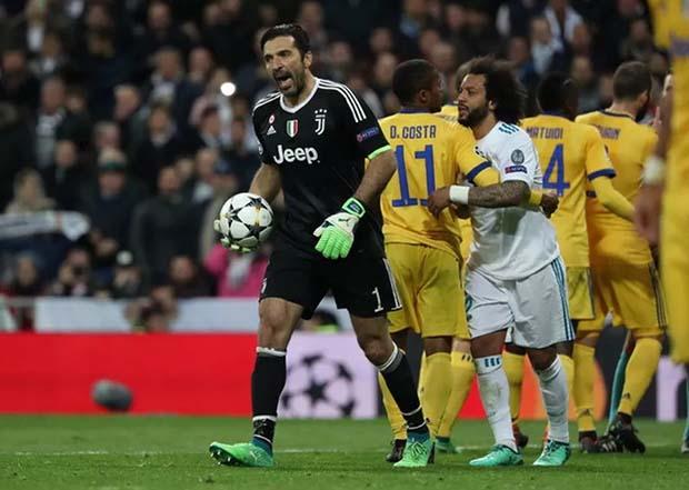 Owen Berikan Candaan kepada Buffon setelah Dikartu Merah di Laga Madrid vs Juventus