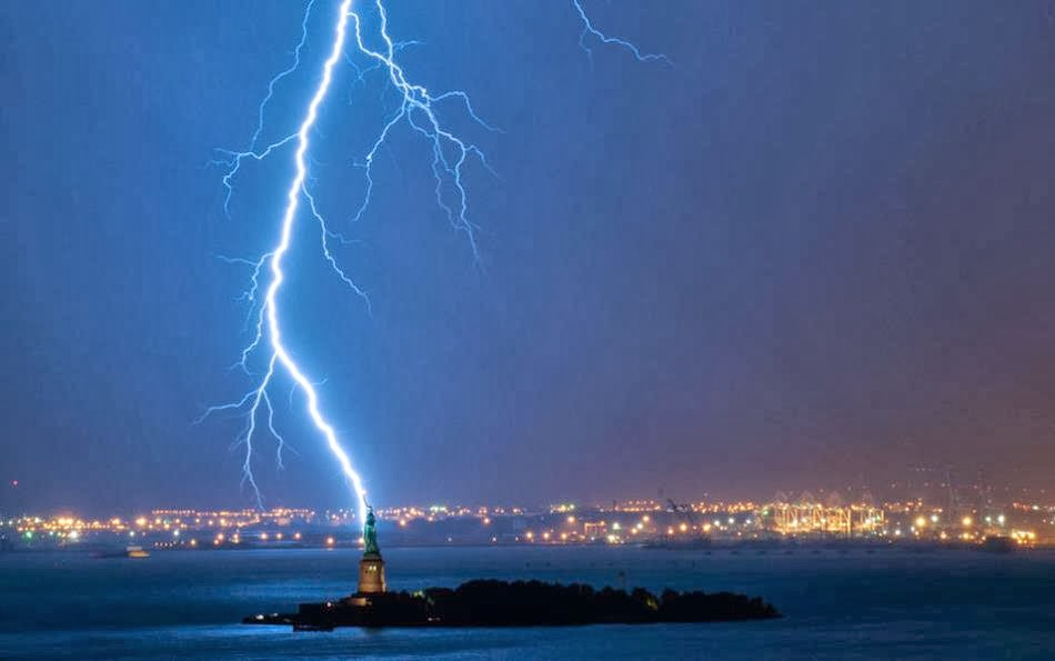Statue of Liberty, New York City - 7 Epic Displays Of Lightning
