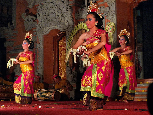 Spend an evening to watch Legong traditional dance bali, indonesia