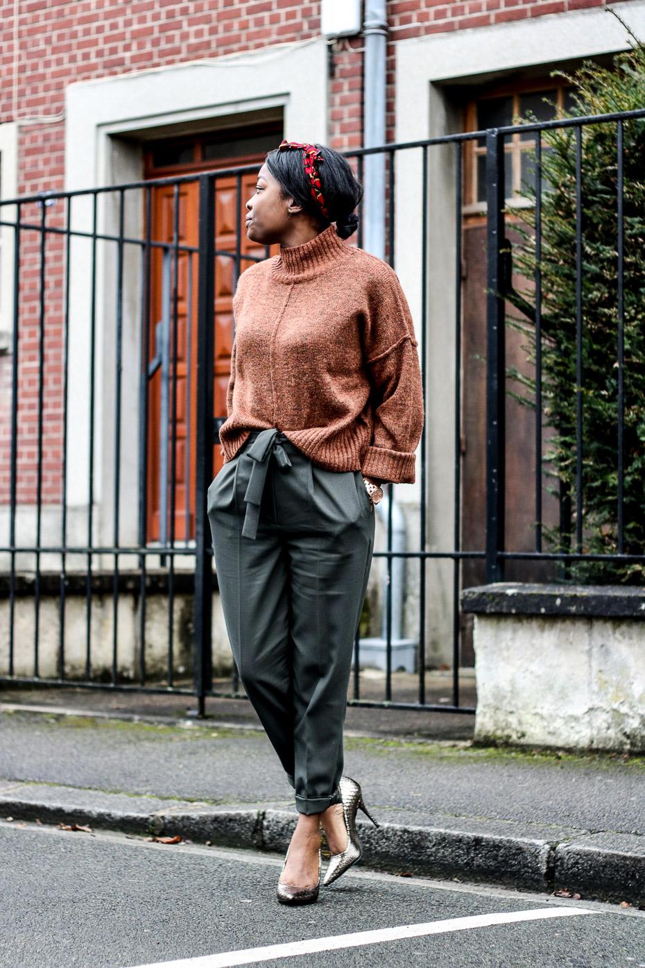 pull-court-pantalon-taille-haute-escarpins