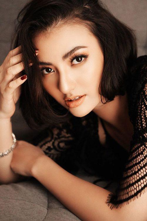 Người mẫu Hồng Quế lộ clip nóng có tiểu sử thế nào?