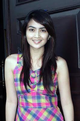 Kadek Devi artis FTV manis dan seksi