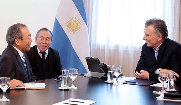 Takeshi Uchiyamada y Mauricio Macri Toyota Argentina