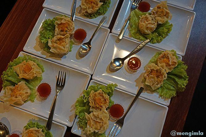 Sajian makan pembuka di Restoran Mak Semarangan