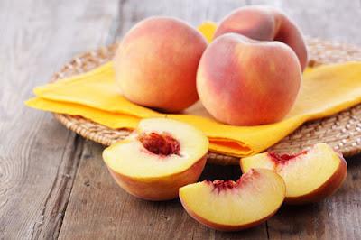 Cách trị nám da mặt bằng trái cây với đào