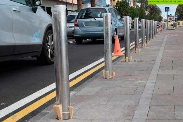Comienza la instalación de los bolardos para mejorar la seguridad de los peatones en la Avenida Marítima