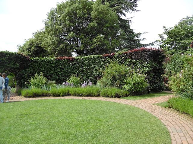 wnętrze ogrodowe, cegła w ogrodzie