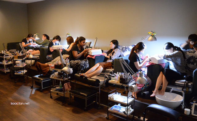 Fellow bloggers getting their manicure and pedicure done