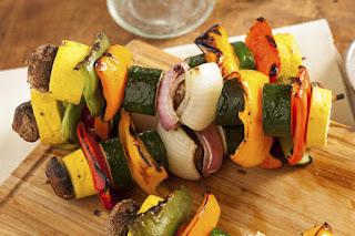 Pinchos de vegetales picantes
