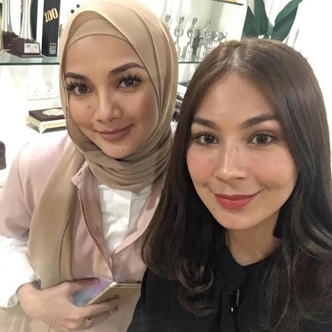 Foto Cun Dahlia Shazwan - Wanita Trivago Terkenal di Malaysia dan Indonesia