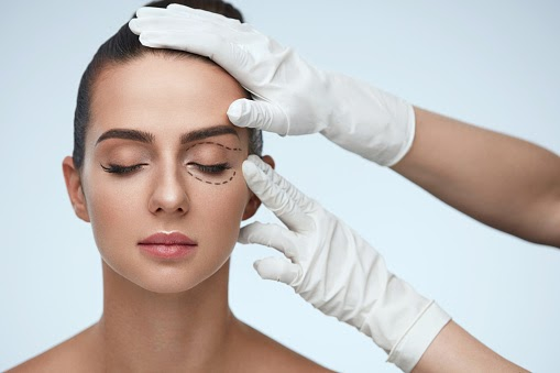Blepharoplasty or Cosmetic Eyelid Surgery: Keys to Choosing a Specialist