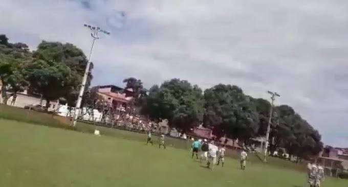 Jogo não aconteceu! Árbitro corre e pula alambrado de campo com medo de ser agredido em Ipatinga