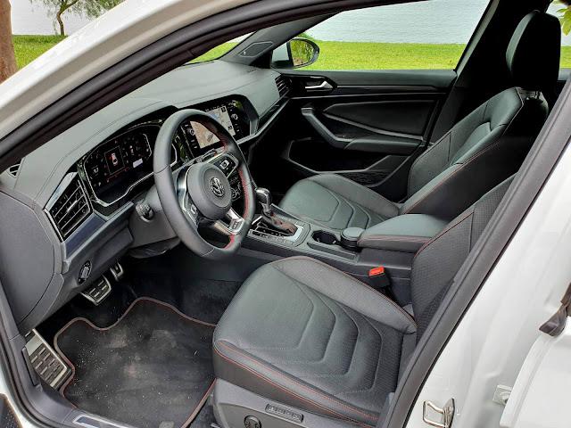 VW Jetta 2020 GLi Turbo - interior em couro preto