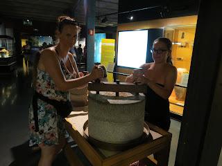 Selbst probieren im Museum für katalanische Geschichte
