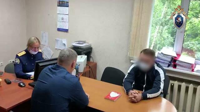 В Калининграде учитель русского языка в пьяном угаре напал с ножом и топором на жену, и угрожал убить свою двухлетнюю дочь