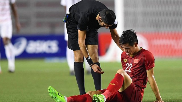 Nguyễn Tiến Linh dính chấn thương ở trận Bán kết SEA Games 30.